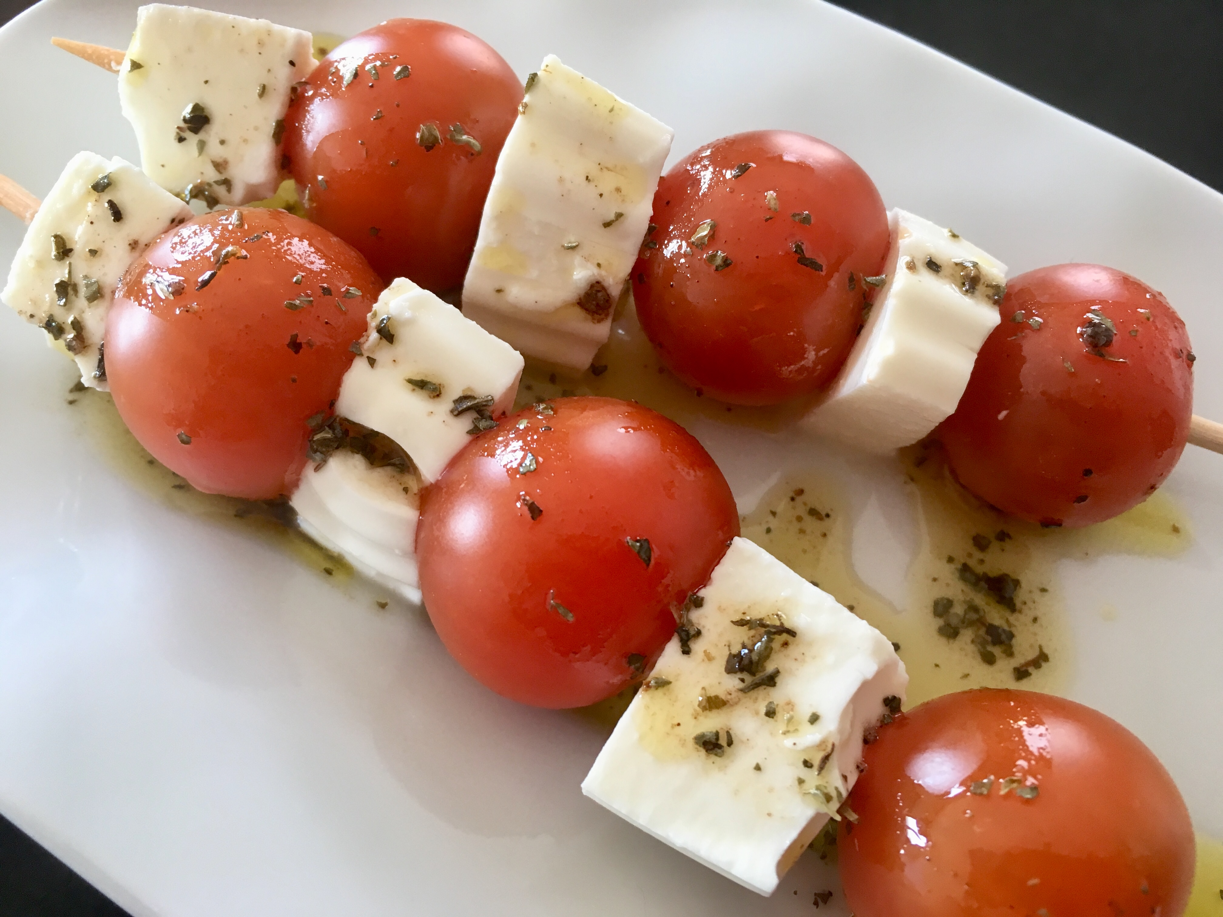 Brocheta de tomate cherry con queso fresco